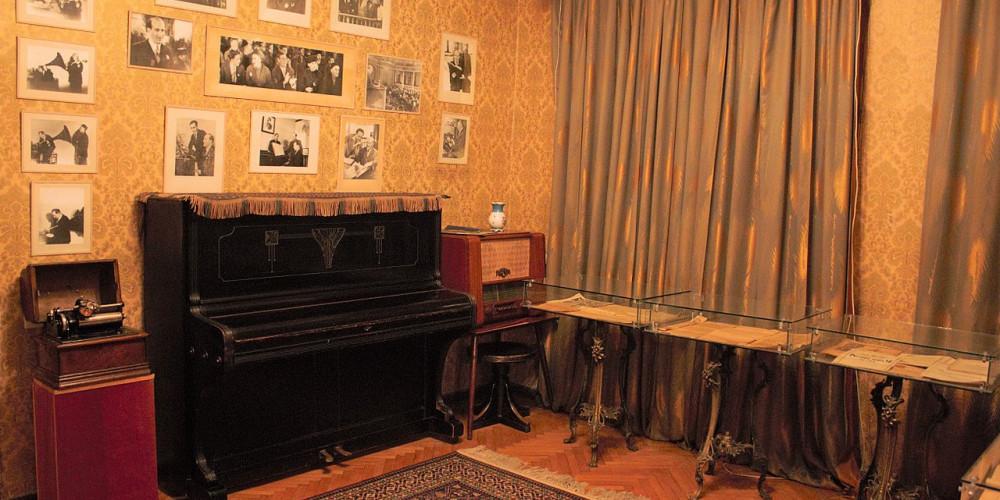 Баку: Дом-музей Бюльбюль, Восток (Баку, Губа, Лянкяран, Евлах), Азербайджан