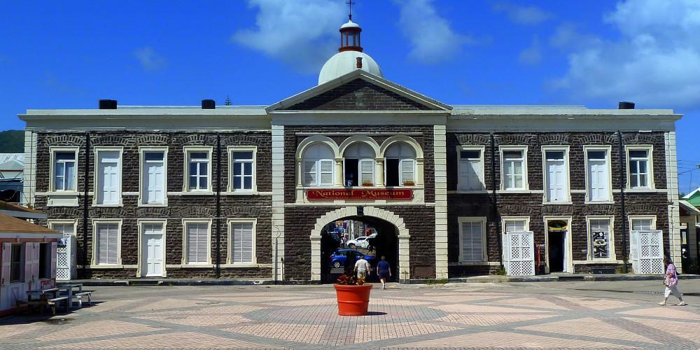 Бастер: Национальный музей Сент-Киттс, Сент-Китс, Сент-Китс и Невис