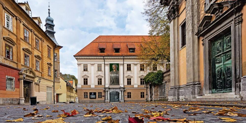 Фото Любляна: Люблянский городской музей, Западный (Любляна, Блед, Крань, Копер, Пиран), Словения