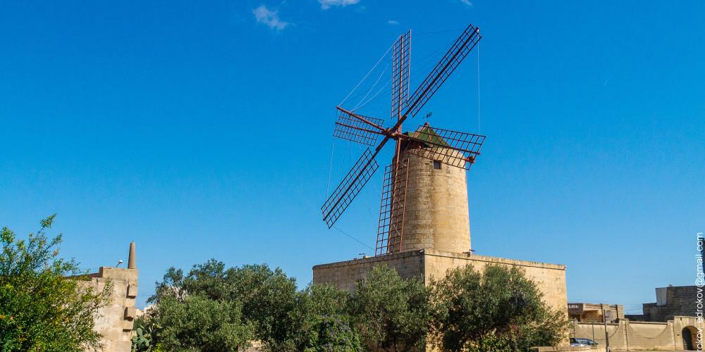 Фото Зуррик: Ветряная мельница Ксаролла, Мальта (и Гозо), Мальта