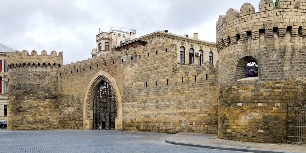 Стены Баку с дворцом и Девичьей башней Ширваншахов, Восток (Баку, Губа, Лянкяран, Евлах), Азербайджан