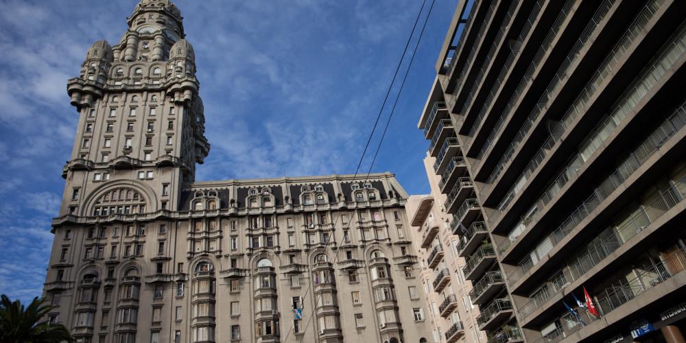 Паласио-Сальво (Монтевидео), К югу от реки Рио-Негро (Монтевидео, Колония, Дуразно), Уругвай