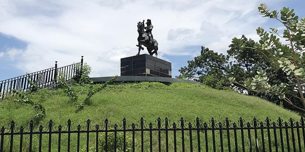 Port-au-Prince: Desalines Monument, Юг (Порт-о-Пренс, Жереми, Жакмель, Ле-Ке), Гаити