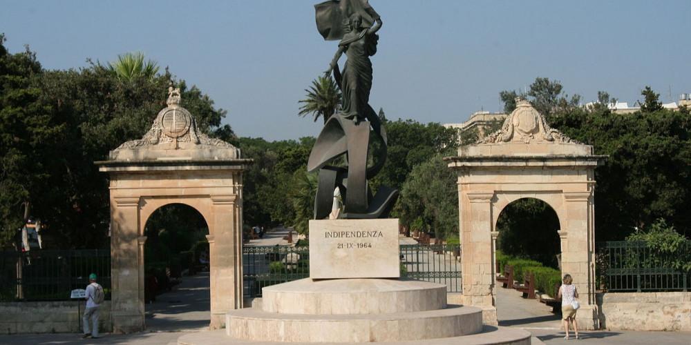 Фото Валлетта: Памятник Независимости, Мальта (и Гозо), Мальта