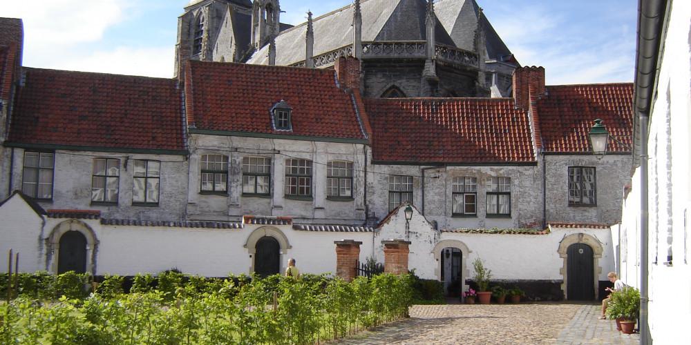 Фламандские бегинажи, Фландрия (Антверпен, Гент, Брюгге, Остенде, Лёвен, Хасселт), Бельгия