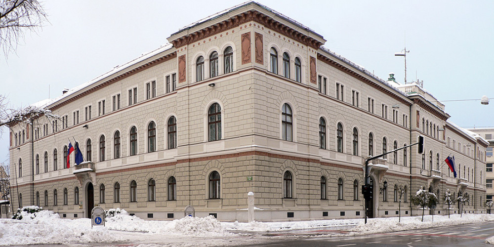 Фото Любляна: Здание правительства и канцелярия президента, Западный (Любляна, Блед, Крань, Копер, Пиран), Словения