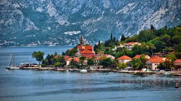 Власти Черногории снимают ограничения для въезда российских туристов