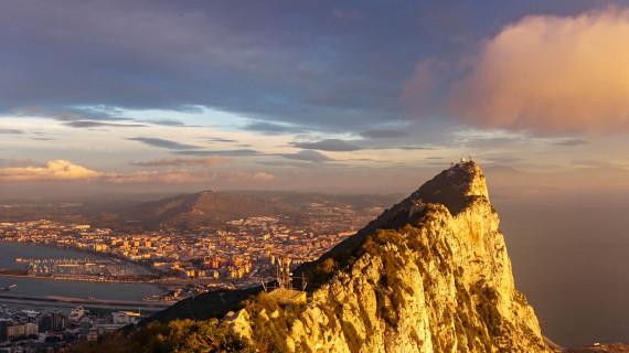 Почему Гибралтар принадлежит Великобритании?